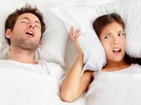 A horkolás nem csak a párja életét keseríti meg, életveszélyes következményei is lehetnek!